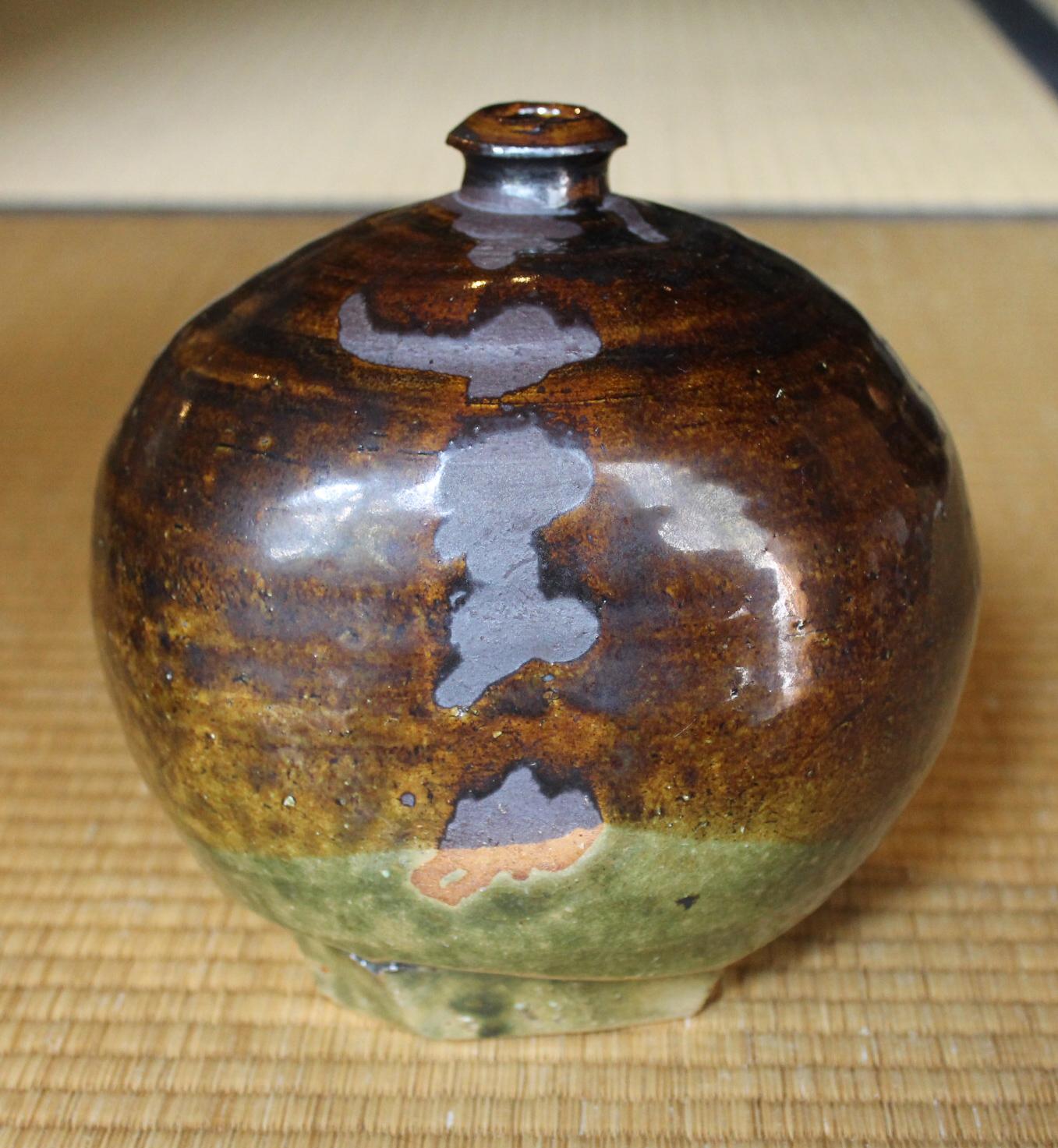 Iron-Oribe Glazed Squat Jar-Henko by Hamanaka Gesson