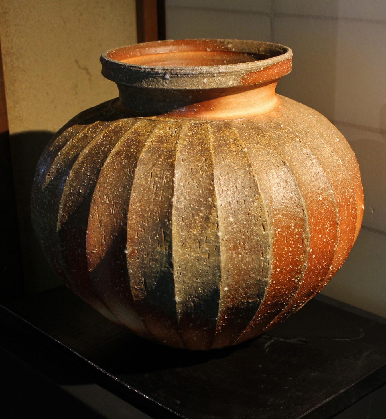 Fluted Shigaraki Jar by Takahashi RakusaiV